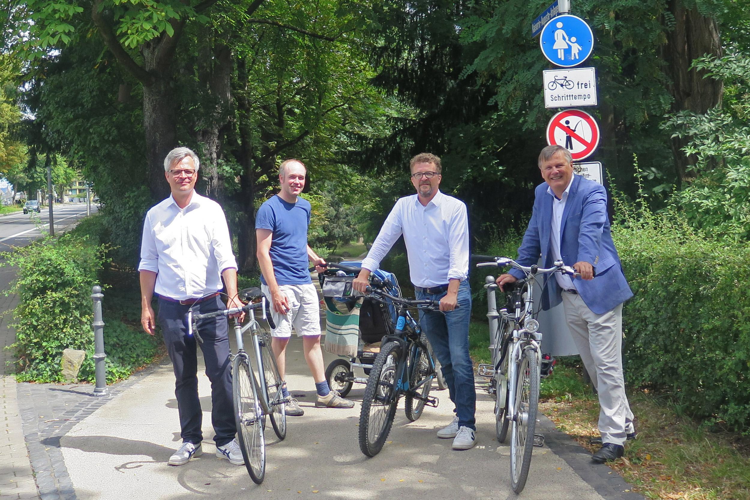 Radfahren in den Rheinanlagen: Grüne fordern weiteren Ausbau des Radweges in der Mainzer Straße